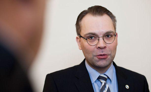 Jussi Niinistön mukaan venäläisten maa- ja kiinteistökaupat tulisi kieltää.