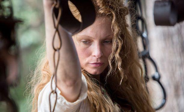 Elizabeth oli synnyinmaassaan naimisissa, mutta avioliitto Tommyn kanssa onnistui silti.