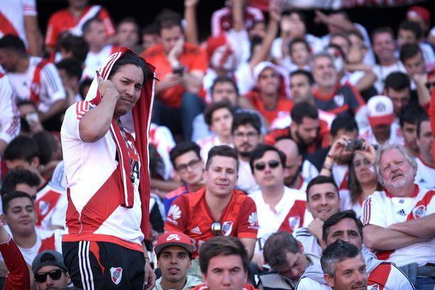 El Monumentalin lehtereille ahtautuneet River Platen kannattajat joutuivat pettymään lauantaina.