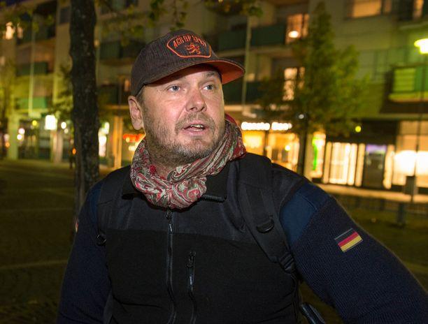 Antti J. Jokisella on Suomessa tekeillä Pahan kukat -niminen elokuva.