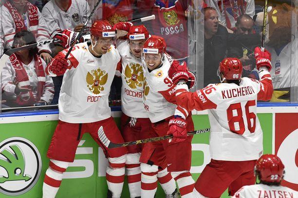 Venäjä juhli taas MM-kaukalossa. Nikita Kutsherov (oik.) teki Venäjän toisen ja kolmannen maalin.