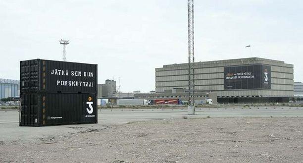 Jätkäsaareen kaavailtavaa asuinaluetta mainostetaan jo ennen rakennustöiden aloittamista.