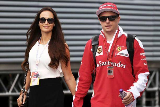 Kimi ja Minttu on ikuistettu harvoin yhteiskuviin F1-tapahtumien ulkopuolella.