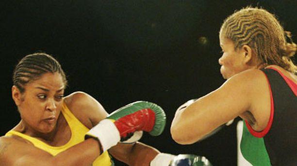 Lalia Ali ja Gwendolyn O'Neil ottivat toisistaan mittaa helmikuussa 2007.