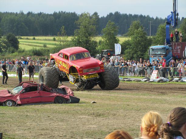 Kauhavan onnettomuuden aiheuttanut monster-auto onnettomuuden jälkeen.