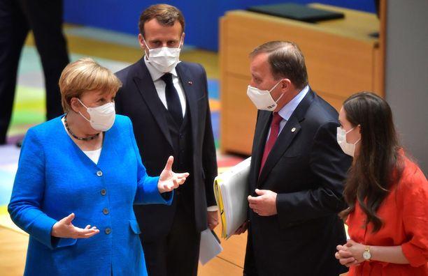 Maskien takana vasemmalta Saksan liittokansleri Angela Merkel, Ranskan presidentti Emmanuel Macron, Ruotsin pääministeri Stefan Löfven ja Suomen pääministeri Sanna Marin.