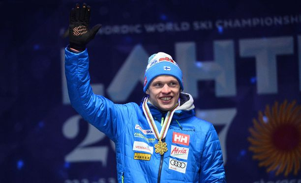 Iivo Niskanen sai MM-kultamitalin kaulaansa Lahden torilla.