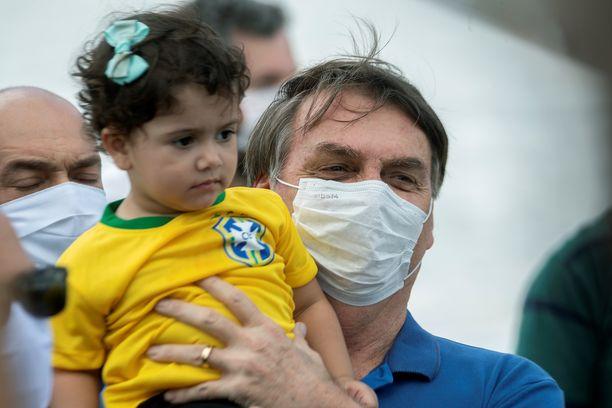 Brasilian presidentti Jair Bolsonaro osallistui sunnuntaina maansa koronarajoituksia vastaan suunnattuun mielenosoitukseen.