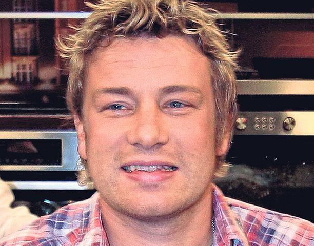 VIHATTU Jamie Oliver kasvattaa vihanneksiaan luksuspuutarhassaan ja arvostelee samalla alaluokan ruokailutottumuksia.