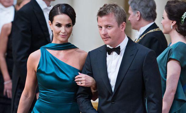 Kaksi vuotta sitten toscanalaiskylän luostarin edusta täyttyi paparazzeista, kun F1-kuski asteli avioliiton alttarille Mintun kanssa.