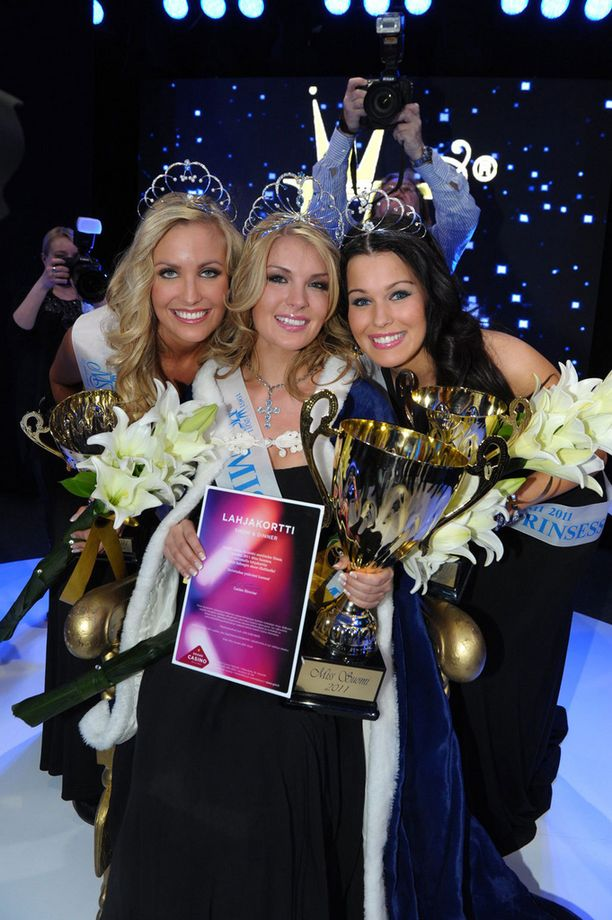 Piia Lamberg (ent. Pakarinen) valittiin ensin Miss Suomeksi vuonna 2011.