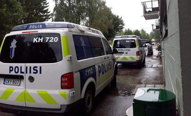 Poliisin mukaan uhri ja epäillyt tekijät tunsivat toisensa entuudestaan.