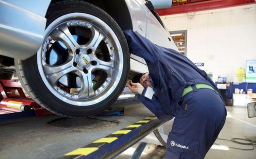 Aiotko ostaa 5 vuotta vanhan auton? Katso 140 mallin pahimmat vikapommit ja katsastusaateliset