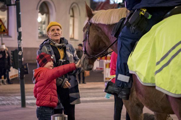Hevoset kiinnostavat etenkin perheen pienimpiä.