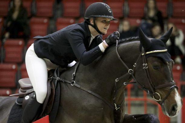 Emilia Bottas osallistui lokakuussa Helsinki International Horse Showhun hevosellaan Florado vs Romano.