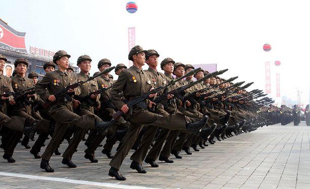 Pohjoiskorealaisia sotilaita marssimassa juhlaparaatissa maan pääkaupungissa Pjongjangissa.