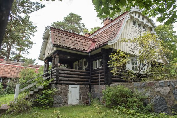 Kulosaaren palokunnantalo on rakennettu 1900-luvun alussa.