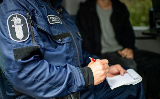 Poliisi kaipaa vihjeitä: Mies raahasi naisen pusikkoon ja yritti raiskata keskellä päivää