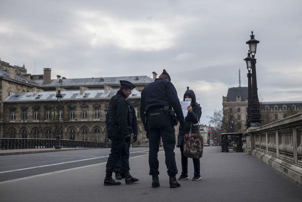 Ranska Otti Kovat Keinot Kayttoon Koronavirusta Vastaan