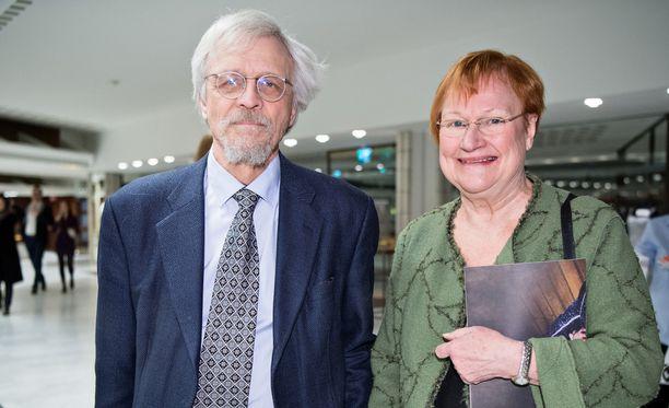Pentti Arajärvi ja Tarja Halonen äänestävät presidenttiä eri päivinä.