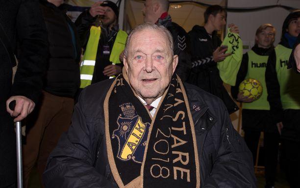 AIK-taustainen jalkapallovaikuttaja Lennart Johansson kuoli tiistai-iltana.