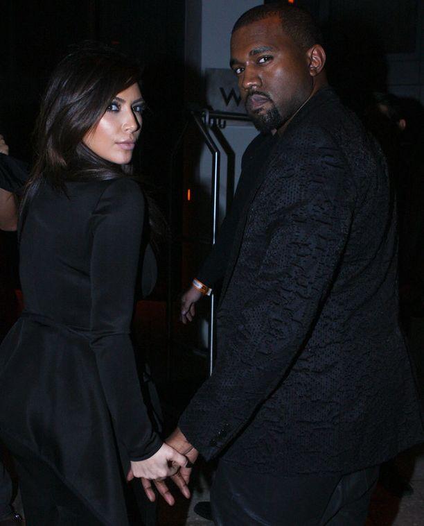 Kim Kardashianin ja Kanye Westin suhde kukoistaa, mutta syökö se Kanyen musiikkiuran uskottavuutta.