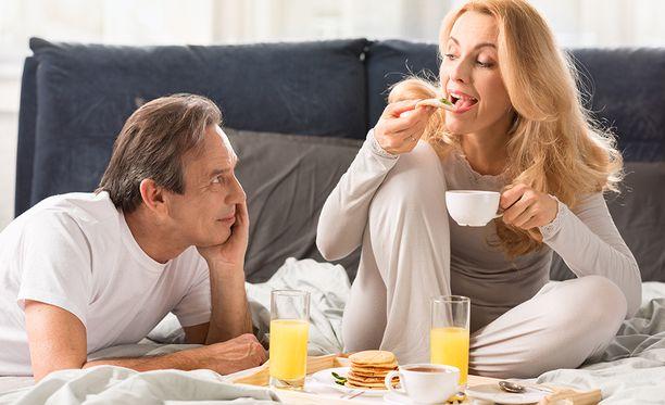 Hampaan pinta eli kiille on pehmeämpää heti ruokailun jälkeen ruoan ja juoman sisältämien happojen vaikutuksen vuoksi.