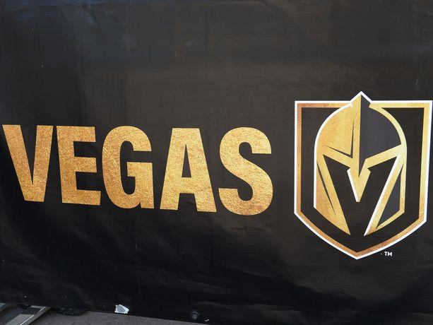 Kulta esiintyy vahvasti myös Golden Knightsin logossa.