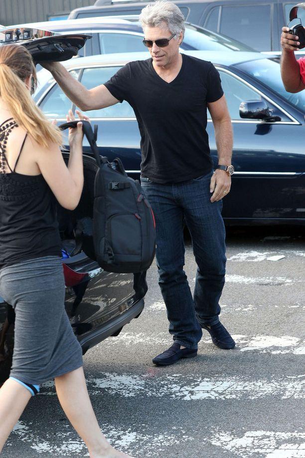 Jon bongattiin sunnuntaina New Yorkista lentokentän pihalta.
