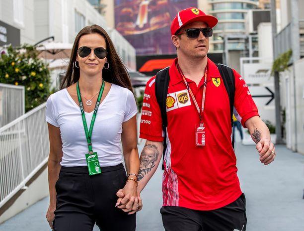 Kimi Räikkönen ajoi onnekkaasti Azerbaidzhanin GP:n toiseksi. Minttu Räikkönen onnitteli miestään heti kisan jälkeen.