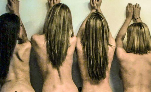 Denice Klarskov on kuvassa toinen oikealta. Hän osallistui Kaliforniassa erilaisiin koekuvauksiin.