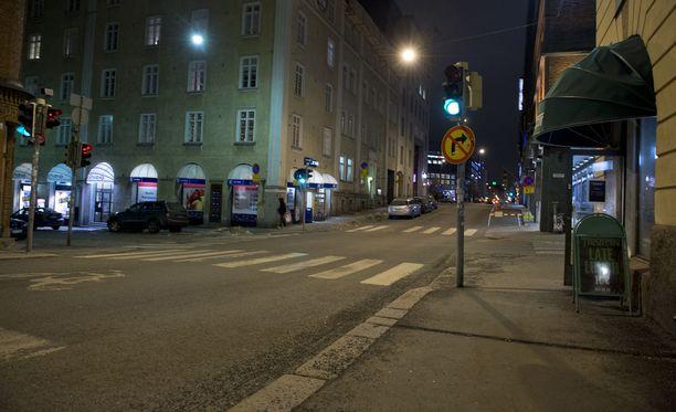 Poliisi epäilee, että epäillyt ovat käyttäneet hyväkseen kaduilta poimimiensa naisten humalatilaa. Kuvituskuva.