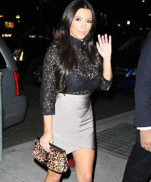 Kim Kardashian on kuuluisa kurveistaan.