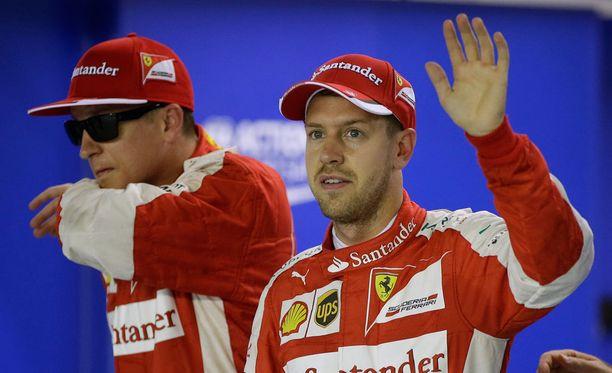 Ferrari juhli Singaporessa. Sebastian Vettel ajoi kauden kolmanteen voittoonsa, Kimi Räikkönen oli kolmas.
