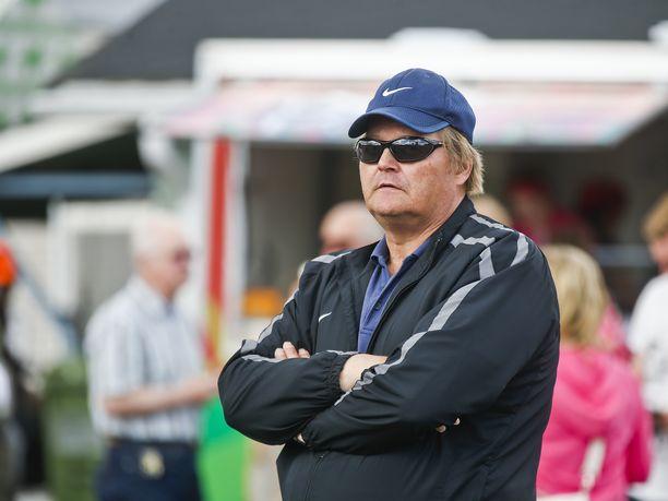 Vuoden 1987 maailmanmestari Seppo Räty vannoo yksilölajien nimeen. Räty ei omien sanojensa mukaan piittaa joukkuelajeista pätkääkään.