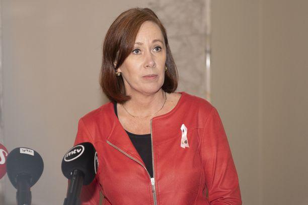 Kantelijat kysyvät ylittikö ministeri Paatero toimivaltuutensa Postin lakkoon liittyvässä toiminnassa.