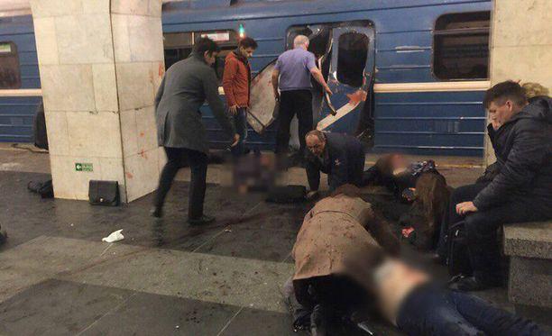 Pietarissa tapahtuneissa metroräjähdyksissä on kuollut maanantai-iltapäivän aikana ainakin kymmenen ihmistä ja useita kymmeniä ihmisiä on haavoittunut räjähdyksistä. Vielä mahdollisista suomalaisuhreista ei ole tietoa.