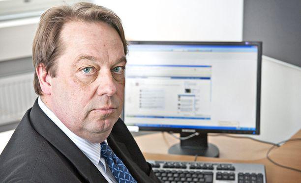 Kansanedustaja Mika Raatikainen kertoo olevansa valmis maksamaan vaasalaiskauppiaan saamat sakot.