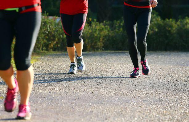 Tutkimuksen mukaan naiset voivat muun muassa juoksuharrastuksella vaikuttaa nikamakokoon ja siten myös nikamamurtuman riskiin.