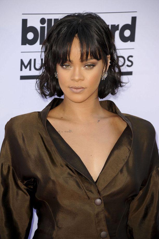 Rihanna on hiustyylien kameleontti. Hänellä oli pitkä ja rento polkkatukka muutama vuosi sitten.