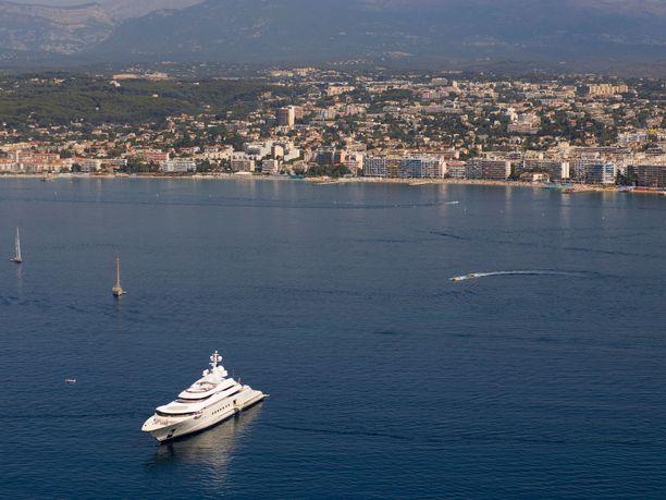 Eclipse on ankkuroituneena pääasiassa Ranskan Rivieralle.