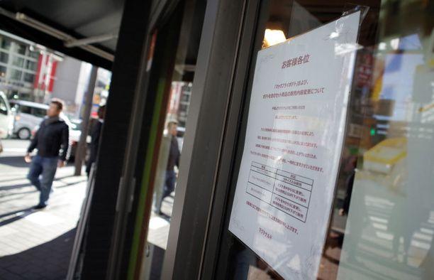 Tokiossa sijaitseva McDonald's kertoi asiakkailleen ranskanperunoiden myynnin rajoittamisesta ilmoituksessa.