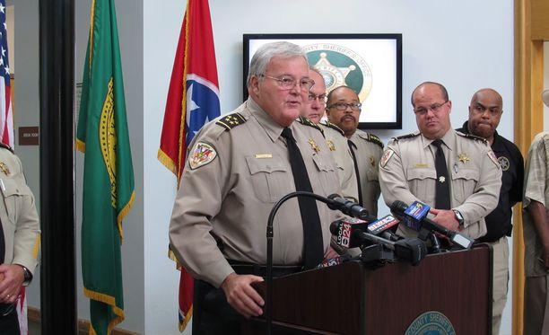 Shelbyn piirikunnan sheriffi Bill Oldham kertoi järkyttävistä surmatöistä lauantaina.