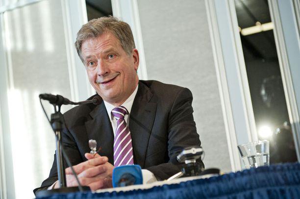 Sauli Niinistö lupasi tiedotustilaisuudessa, että hänestä tulee omistautuva presidentti.