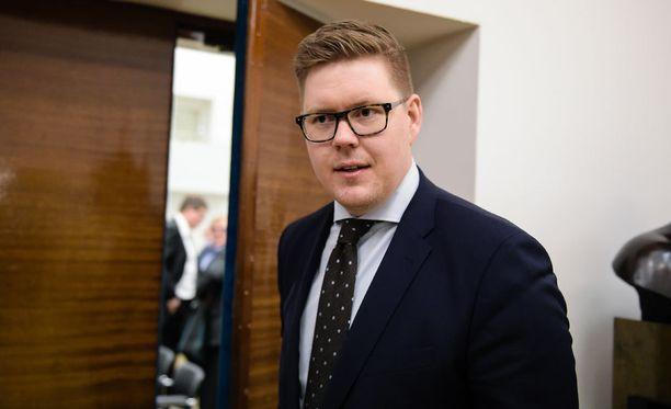 Antti Lindtmanin mielestä hallitus vaarantaa Ylen riippumatonta asemaa.