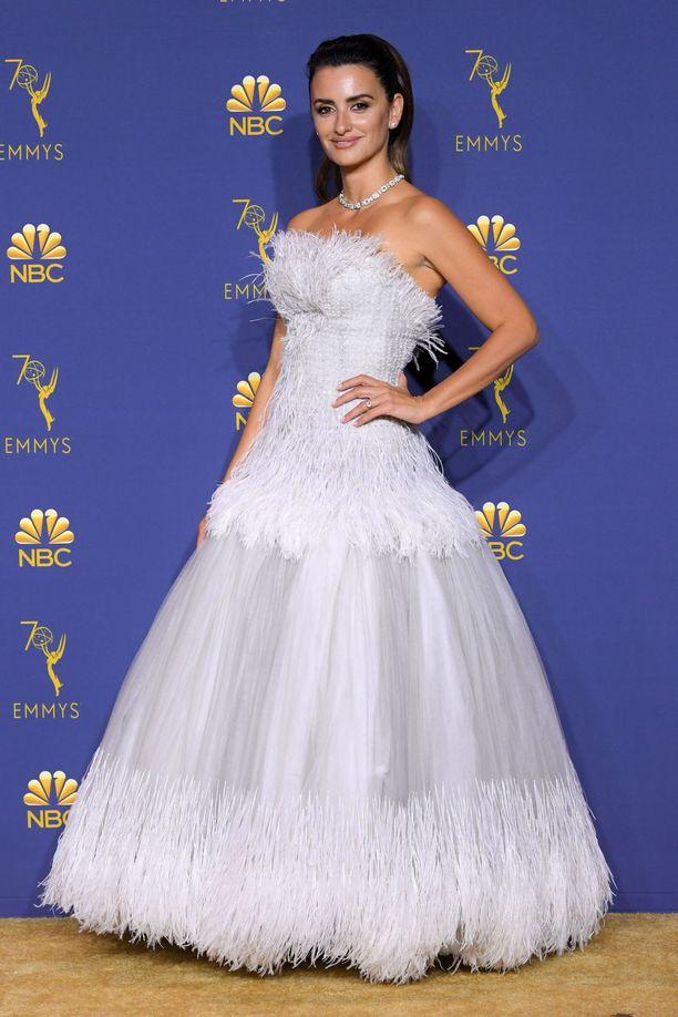 Penelope Cruz Chanelin upeassa iltapuvussa.