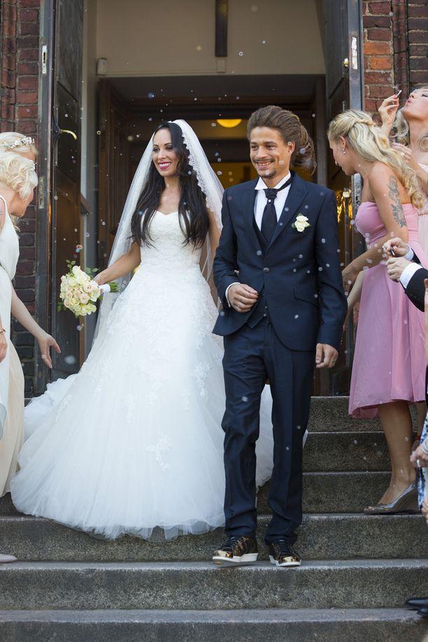 Pari avioitui elokuussa Helsingissä Pyhän Henrikin katedraalissa.