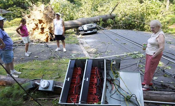 Myrskytuhot katkoivat sähköjä laajoilta alueilta.