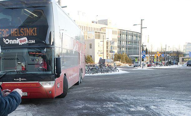 Onnisbus.comin toimitusjohtaja Lauri Helke vakuutti torstaina, että hinnoittelu pysyy ennallaan yrityskaupasta huolimatta.