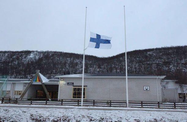 Puukotus tapahtui Utsjoella sijaitsevassa saamelaislukiossa, joka on yksi Suomen pienimpiä lukioita.